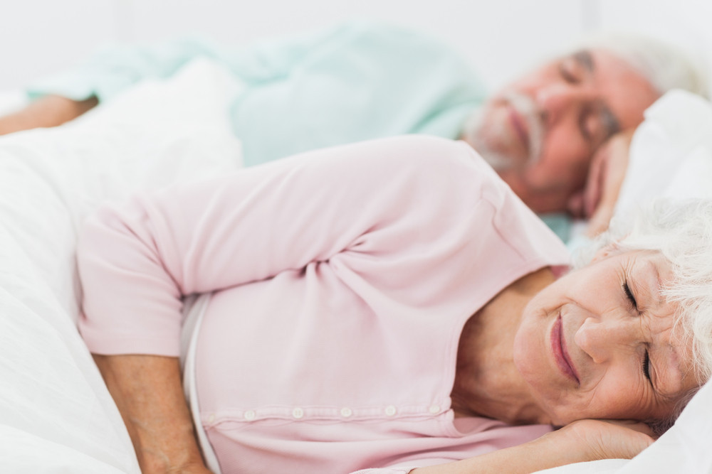 Как обустроить спальное место для пожилых людей